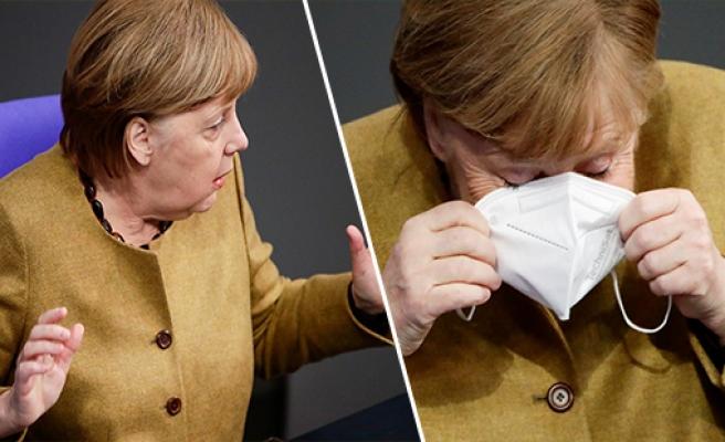 Maske Takmayı Unutan Almanya Başbakanı Angela Merkel, Panik Yapıp Koşa Koşa Maskesini Almaya Gitti