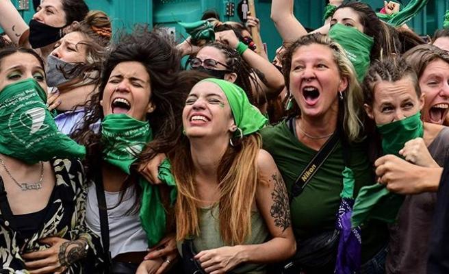 Meksikalı Kadınlar Kazandı: Kürtaj Suç Olmaktan Çıkarıldı!