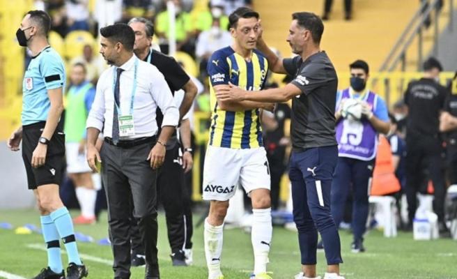 Mesut Özil'den Vitor Pereira'ya olay tepki! Oyuna alınmayınca sinirden çılgına döndü