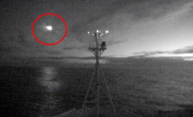 Meteorun düşme anı kamerada! Geceyi adeta gündüze çevirdi