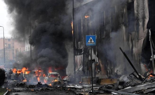 Milano'da bir özel jet boş bir binaya düştü: Sekiz kişi öldü