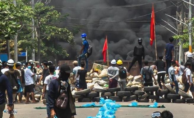 Myanmar ordusu korku salmaya devam ediyor! Öldürdükleri gençlerin cesetlerini ailelerinin kapısına bırakıyorlar