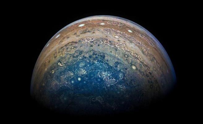 NASA, Jüpiter'in Karanlık Kutuplarında Yeni Halkalar Keşfetti