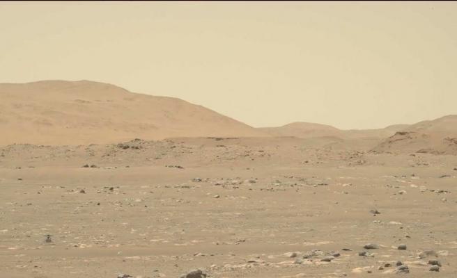NASA, Mars'a Gönderdiği Ingenuity Helikopterinin 50 Metre Uzağı Gidip Geri Geldiği Anları Paylaştı