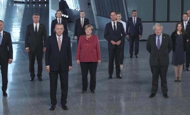 NATO Zirvesi, 30 liderin aile fotoğrafı çekilmesi ile başladı