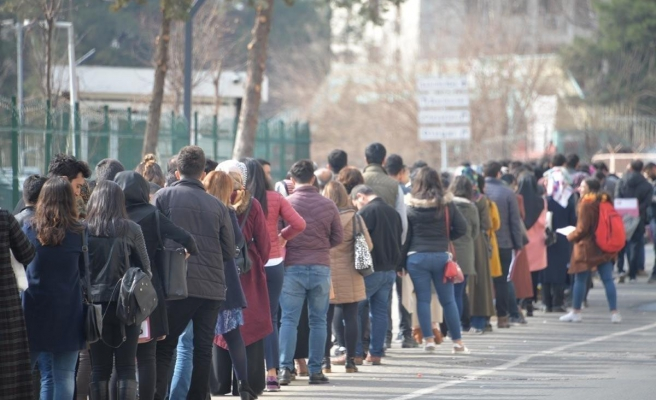 OECD Raporu: Türkiye'de 4 Gençten Neredeyse 3'ü Ekonomiye Dair Endişe İçinde