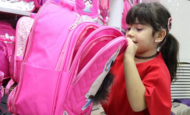 Okul çantalarının ağır olması kronikleşen rahatsızlıklara yol açabiliyor