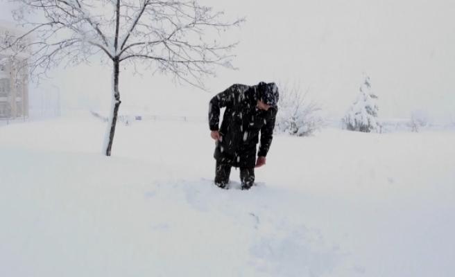 OMÜ'de kar kalınlığı 50 santimi geçti