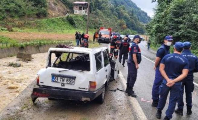 Otomobil dereye düştü: 2 ölü
