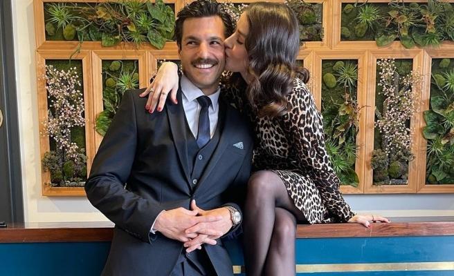 Özge Gürel'den sevgilisine öpücüklü destek