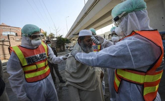 Pakistan'da Aşı Olmayı Reddedenlerin Cep Telefonları Bloke Edilecek