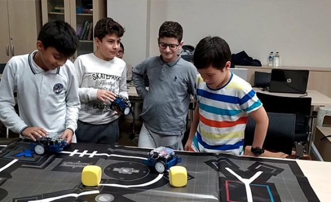Pandemi döneminde bin öğrenciye robotik ve kodlama bursu
