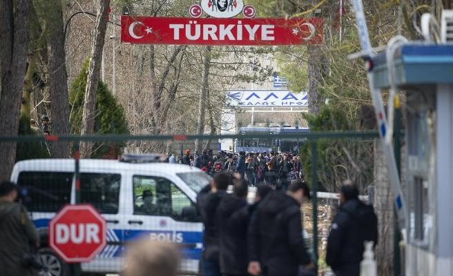 Pazarkule Sınır Kapısı'nı Kapatan Yunanistan'dan Göçmenlere Gazlı Müdahale