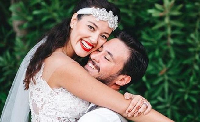 Pelin Akil'den evlilik yıldönümüne özel satırlar