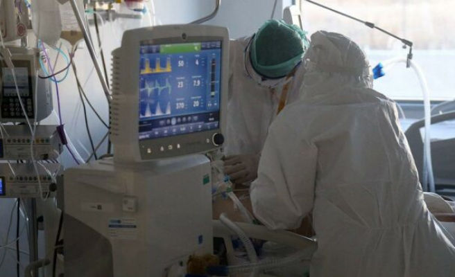 Prof. Dağlı, doktor öğrencilerinin mesajlarını paylaştı: Hastaneler kilitlenmiş durumda!