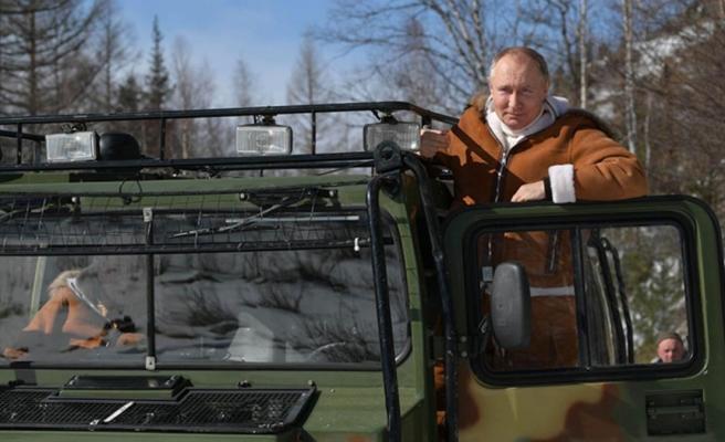 Putin, hafta sonu tatili için Savunma Bakanı ile Sibirya'ya gitti