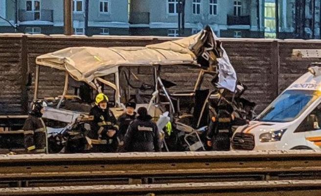 Rusya'da askeri konvoyun arasına dalan kamyon dehşet saçtı: 4 ölü, 45 yaralı