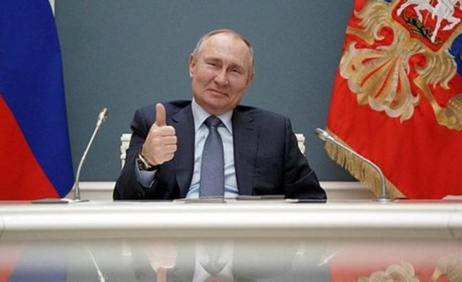 Rusya lideri Putin, 2036'ya kadar başkan olma kararını imzaladı