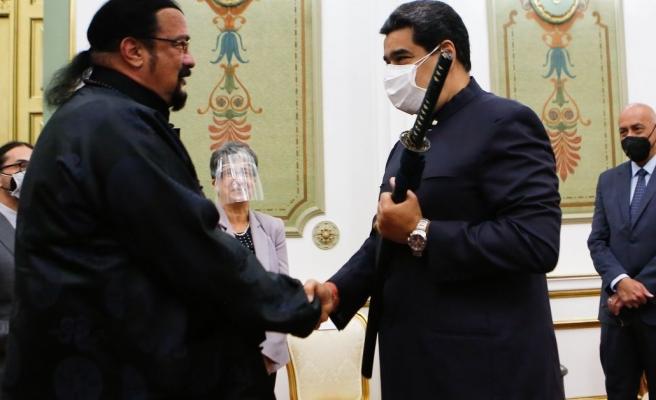 Rusya'nın ABD ile İlişkilerinden Sorumlu Temsilcisi Venezuela'da Maduro'ya Samuray Kılıcı Verdi