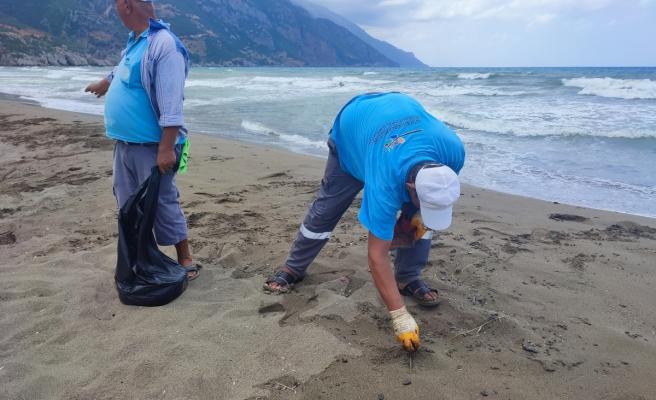 Samandağ'da petrol temizliği 8 gündür sürüyor