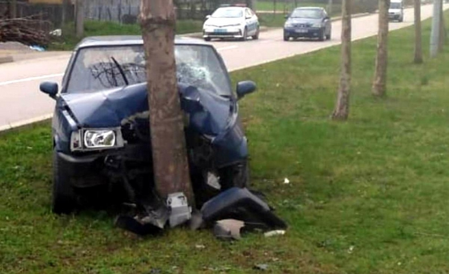 Samsun'da otomobil ağaca çarptı: 1 yaralı