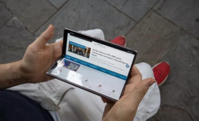 Samsung'dan monitör gibi bir tablet