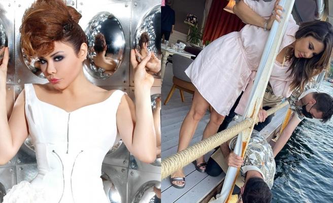 Selfie çekmek isteyen Esra Balamir'in telefonu denize düştü