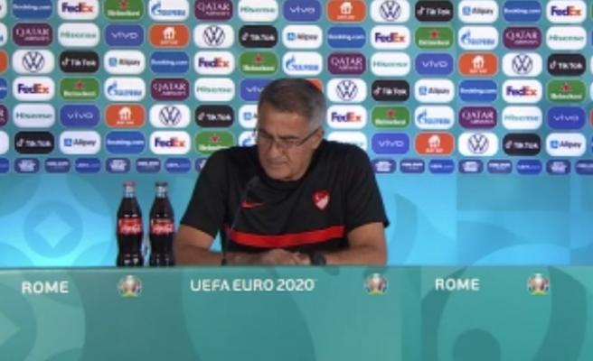 Şenol Güneş, İtalya Maçı Öncesi Görevlilere Tepki Gösterdi: '4 Defa Ateşe Bakılır mı ya?'