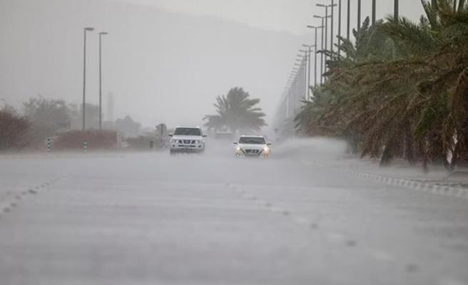 Sıcaklıkların 50 dereceye çıktığı Dubai'de drone'lar yardımıyla yapay yağmur yağdırıldı