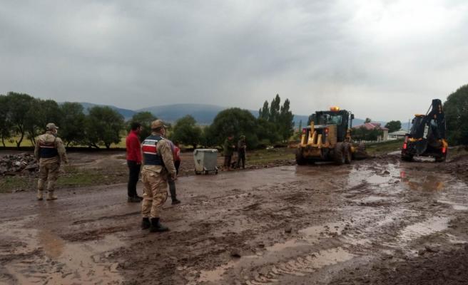 Şiddetli yağış Ardahan'da sele ve heyelana neden oldu