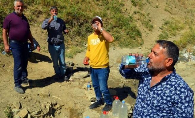 'Şifalı' sanılan pis suyu içmek için Türkiye'nin dört bir yanından geliyorlar