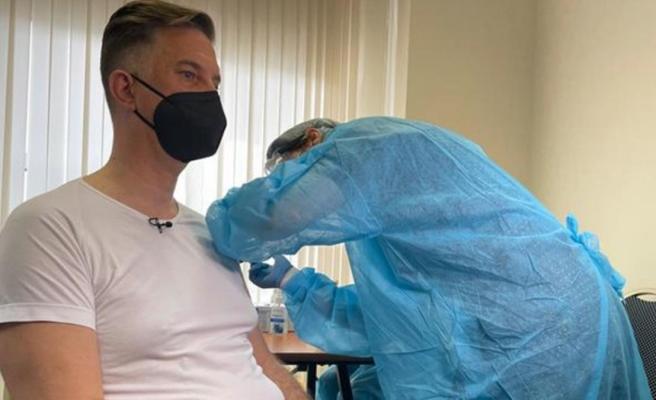Skandal olay! Yanlışlıkla bir yerine beş doz aşı yapılan kişi hastaneye kaldırıldı