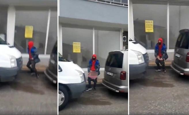 Sokak Ortasında Donunu İndirip, Takip Ettiği Kadına Bakarak Mastürbasyon Yapan İğrenç Erkek