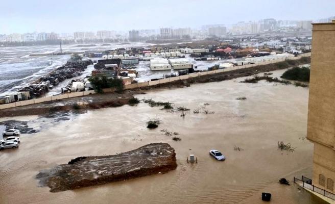 Son dakika haberi! Umman'ı tropik fırtına vurdu: 1 çocuk öldü