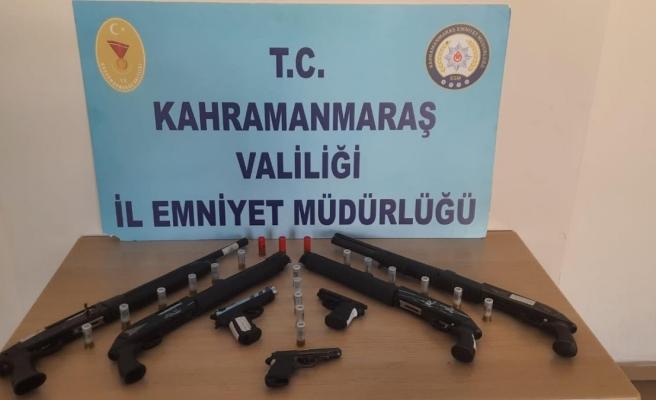 Son dakika! Kahramanmaraş'ta polis denetimlerinde 14 silah ele geçirildi