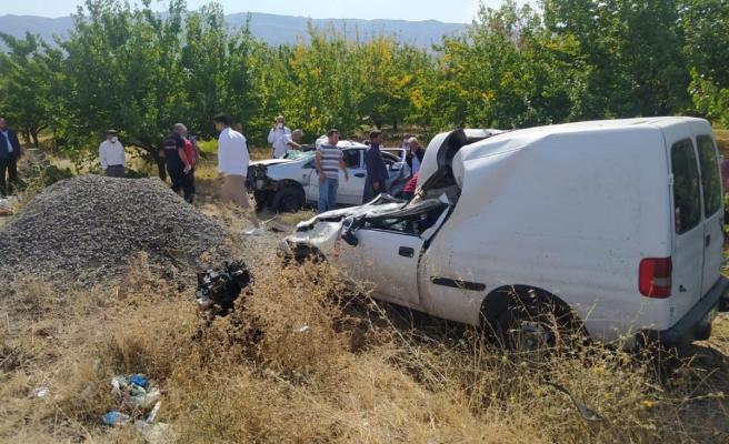 Son dakika! Malatya'da zincirleme trafik kazasında 3 kişi öldü, 4 kişi yaralandı