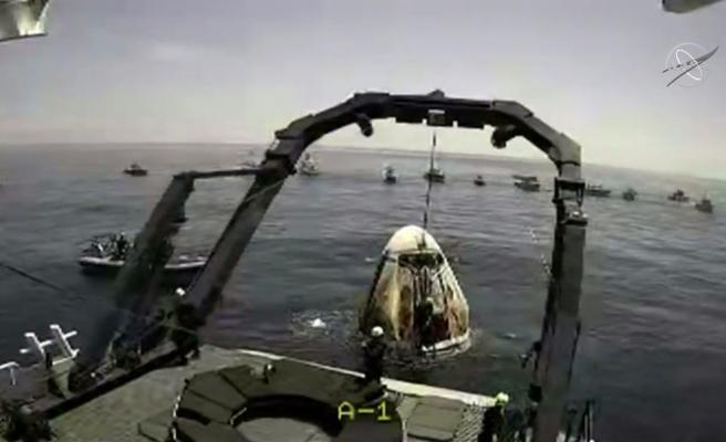 Space X'in Gönderdiği ABD'li 2 Astronot Dünya'ya Başarıyla Döndü