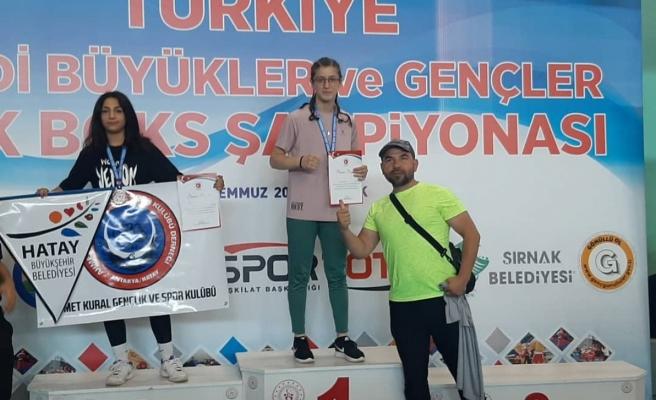 Sude Nur Basancı kick boksta şampiyon oldu