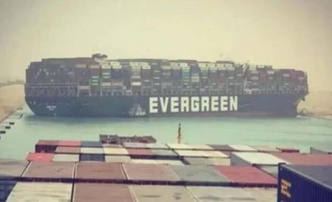 Süveyş Kanalı'ndaki gemi krizi büyüyor! Günlük zarar 9,6 milyar doları buldu, geminin ikiye bölünmesi gündemde