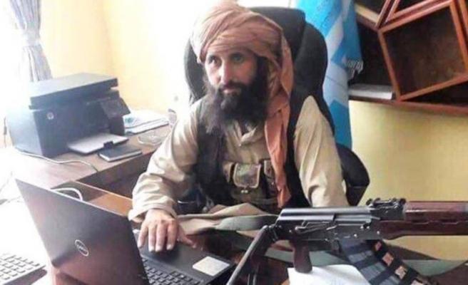 Taliban'ın yeni Merkez Bankası Başkanı İdris'in masa başındaki silahlı fotoğrafı gündem oldu