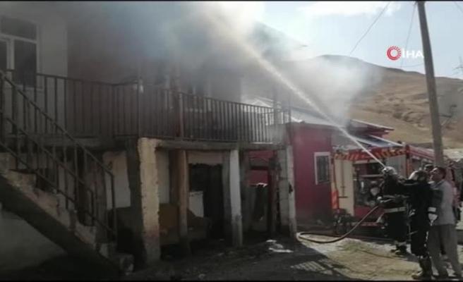 Tandır evinden çıkan kıvılcım yangına neden oldu