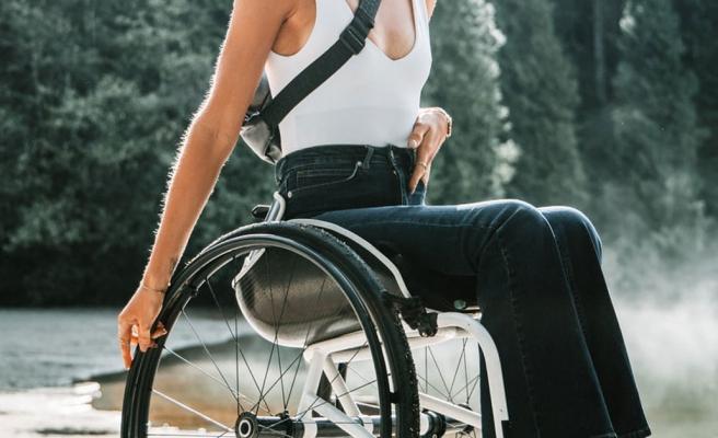 Tekerlekli Sandalye Kullanan Kadın Banka Soydu