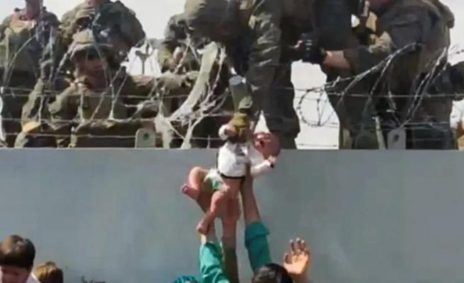 Tel örgüler üzerinden askerlere verilen Afgan bebekten haber var: Ailesiyle ABD'de yaşıyor