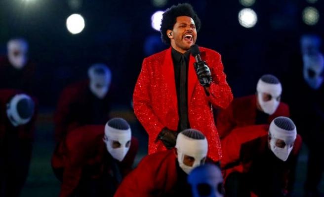 The Weeknd, Super Bowl'daki Muhteşem Performansı ile Büyüledi