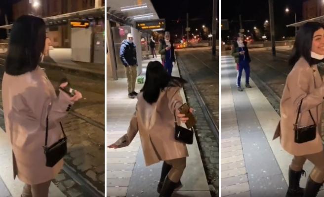 Tren İstasyonunda Kendisine Laf Atarak Konuşmaya Çalışan Adamı Kükreyerek Püskürten Kadın
