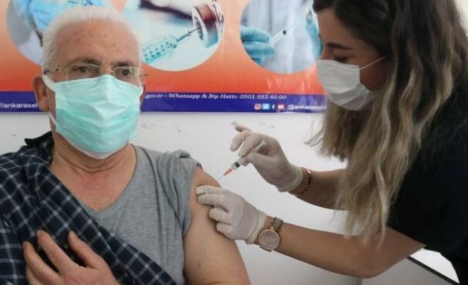 TTB: 2. doz aşı sırası gelen 65 yaş üstüne yeterli miktarda aşı sağlanamıyor