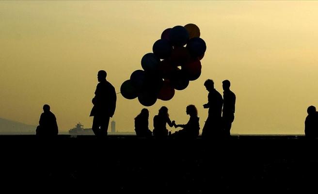 TÜİK: 'Mutluyum' Diyenlerin Oranı Azaldı, Evliler ve Okul Bitirmeyenler Daha Mutlu