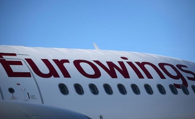 Türbülansa giren uçak acil iniş yaptı: 8 yaralı
