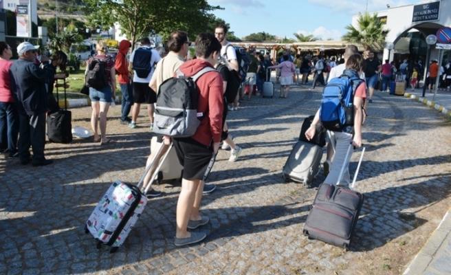 Turizm Bakanı'ndan Kurban Bayramı Tatili Açıklaması: '9 Gün Olması Bir Şey Değiştirmiyor, Oteller Dolu'