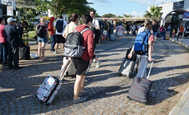 Turizm Bakanı'ndan Kurban Bayramı Tatili Açıklaması: '9 Gün Oması Bir Şey Değiştirmiyor, Oteller Dolu'
